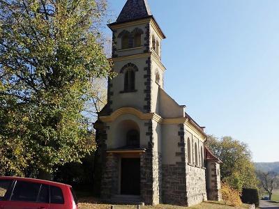 Sprejer zneuctil vulgární čmáranicí turnovský kostel