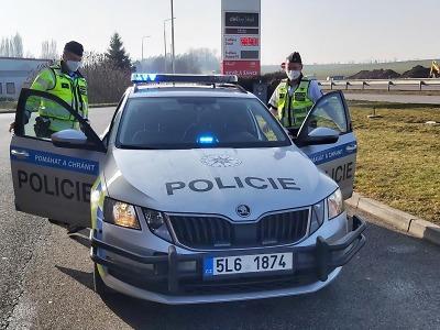 Policisté kontrolovali mezi Turnovem a Svijany dálniční známky
