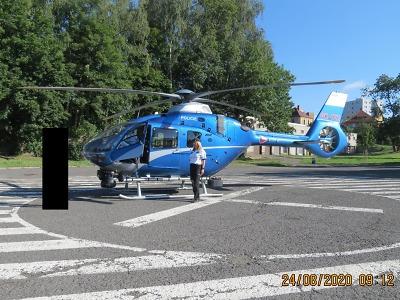 Dopravním policistům na Železnobrodsku při dohledu pomáhal vrtulník