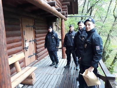 Turnovští policisté kontrolovali rekreační chaty v Českém ráji