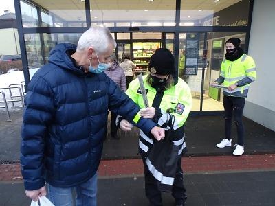 Policisté u chodců v Jablonci a v Lomnici kontrolovali reflexní prvky