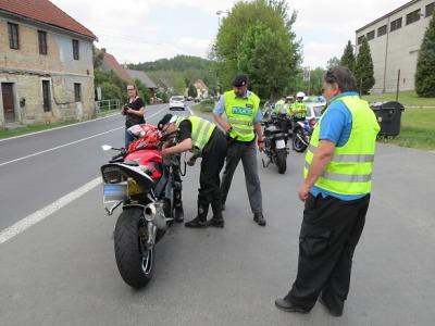 Policisté si o víkendu posvítili na motorkáře v okolí Železného Brodu
