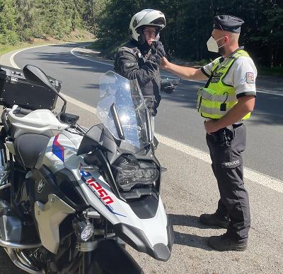 Policisté prověřovali v sobotu u Železného Brodu motorkáře