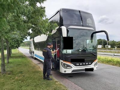 Policisté se o víkendu zaměřili na autobusy a nákladní vozidla