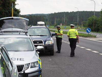 Policisté kontrolovali řidiče už na prvním prázdninovém víkendu