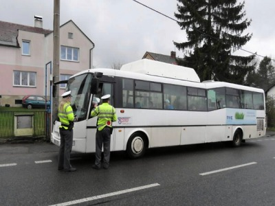 Krajští policisté odhalili alkohol u šesti řidičů autobusů