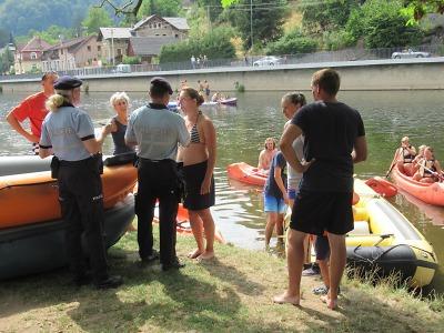Policisté kontrolovali vodáky na Malé Skále