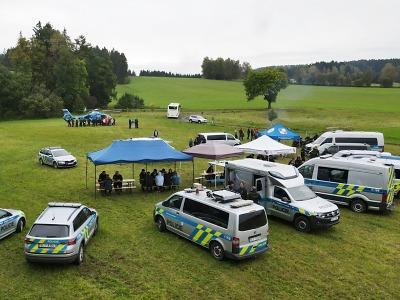 Policisté a dobrovolníci v Jesenném cvičně pátrali po zraněné osobě