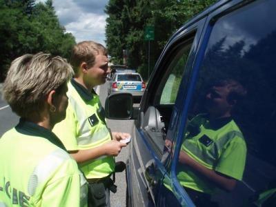 Policisté v Libereckém kraji kontrolovali řidiče náklaďáků a autobusů
