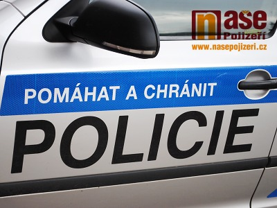 Policie hledá svědky střetu auta s chodcem v Turnově
