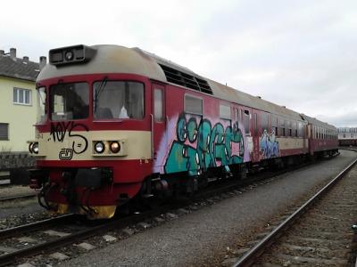 Sprejer řádil o štědrovečerní noci na vlakovém nádraží v Turnově