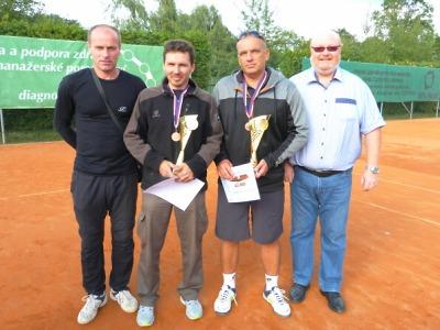 Policisté ze Semil bronzoví na krajském turnaji v tenisové čtyřhře