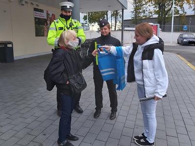 Policisté věnují pozornost viditelnosti chodců a cyklistů
