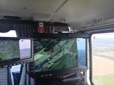 Na motoristy u Turnova dohlížel vrtulník