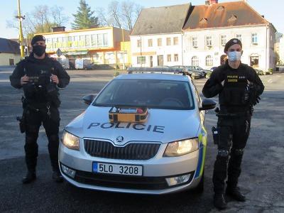 Policisté z Lomnice a Mimoně pomohli díky AED zachránit životy