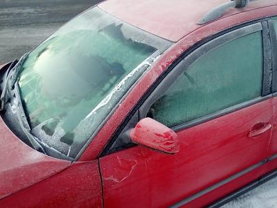 Policisté se při kontrolách zaměřili na námrazu a sníh na vozidlech