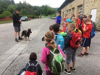 Děti z příměstského tábora navštívily semilské policisty
