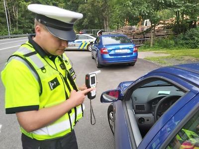 Během prodlouženého víkendu policisté zkontrolovali téměř 800 řidičů