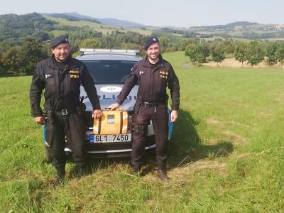 S defibrilátorem pomohli policisté při kolapsu seniora v Železném Brodě