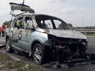 Hasiči u Přepeř likvidovali požár auta na D10