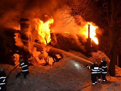 Hořela chalupa ve Vítkovicích v Krkonoších