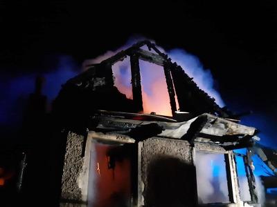 Při požáru chaty v Liberci uhořel jeden člověk, další je zraněný