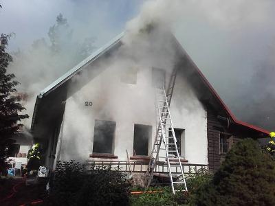 Hasiči zasahovali u požáru rodinného domu v Lomnici nad Popelkou