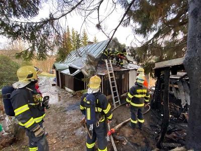 Zasněžovací systém pomohl hasičům při likvidaci požáru v Kořenově