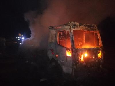 Hasiči zasahovali u požáru nákladního auta v Horské Kamenici