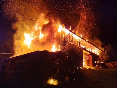 Shořela stodola v Mírové pod Kozákovem