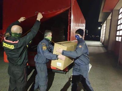Respirátory a další ochranné prostředky rozvážejí po Libereckém kraji