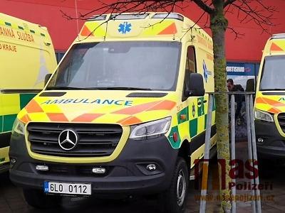 Ke srážce aut došlo v Hrabačově, jedna osoba nepřežila, sedm zraněno