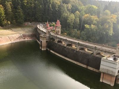 Na 100. výročí přehrady Les Království byl zájem o prohlídku elektrárny