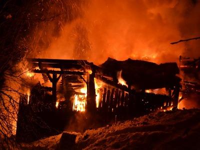 Shořela roubenka u Jablonečku, předběžná škoda je milion a půl