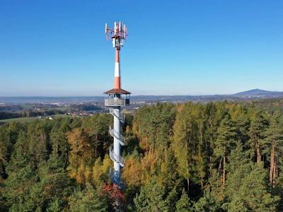 Rozhledna Dubecko měla být původně jen vysílač mobilního operátora