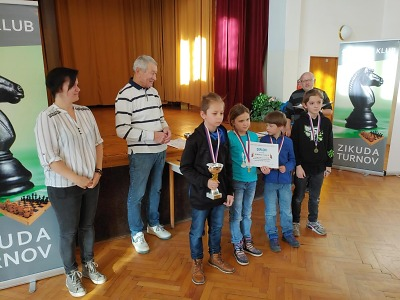 Šachový turnaj žákovských družstev v Turnově vyhrál tým ze Žižkovky