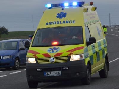 Při couvání srazil řidič v Lomnici chodce