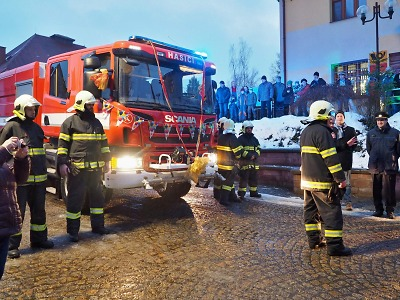 FOTO: Košťálovští hasiči převzali nové zásahové vozidlo