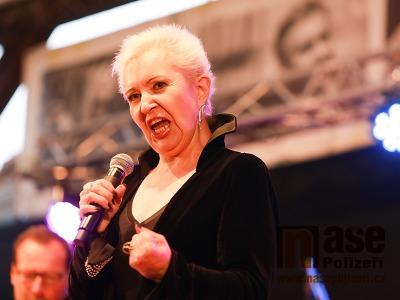 FOTO: Eva Urbanová zazpívala v Sedmihorkách rockové hity