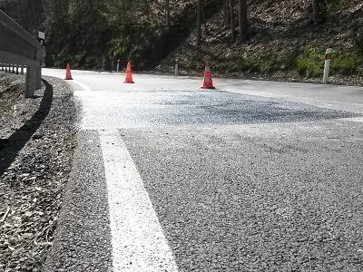 Největší propady na silnici v Hájích nad Jizerou byly odstraněny