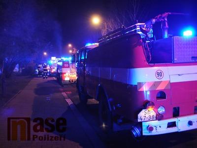 Silný vítr nadělal v noci práci hasičům i energetikům