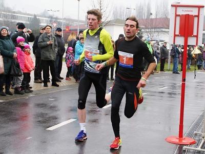 FOTO: Čivrný porazil až ve finiši Silvestrovského běhu v Turnově Berku
