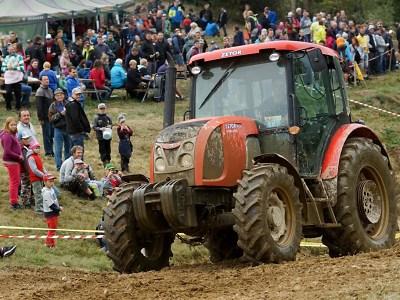 FOTO: Na 17. sjezdu traktorů v Bozkově se utkalo 40 jezdců