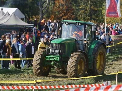 FOTO: Fanoušci traktorů si do Bozkova našli cestu i přes přeložení