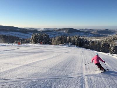 Do hor se vrátila zima, skvělé podmínky k lyžování nabízí i Rokytnice