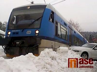 Video: V Desné se srazil vlak s osobním autem