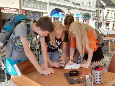 Lomničtí středoškoláci testovali v Turnově novou mobilní aplikaci