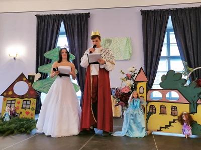 Lomnická škola měla na zámku prezentační výstavu na téma Pohádka