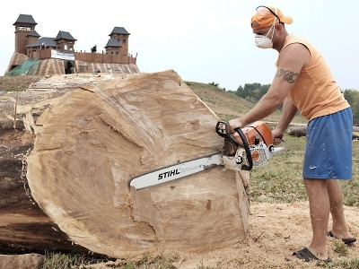 Program ve Šťastné zemi vyvrcholí dřevosocháním a koncertem