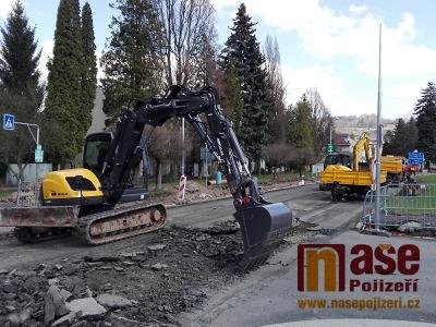 VIDEO: Jak probíhá rekonstrukce náměstí Pavla Tigrida